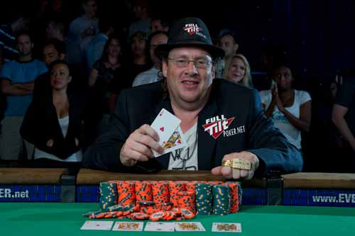 Gavin Smith wins WSOP bracelet